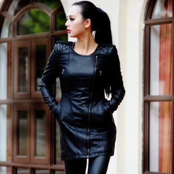 Женская кожаная удлиненная куртка